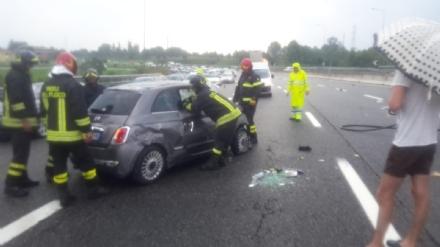 TANGENZIALE TORINO - Incidente stradale: ferite una donna di La Loggia e le due figlie - FOTO