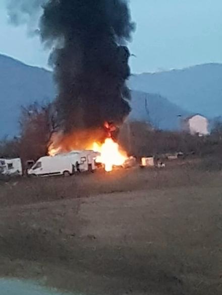 ORBASSANO - Nuovo incendio nel campo nomadi sulla Circonvallazione Esterna
