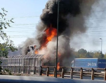 NICHELINO - Tir a fuoco su viale Torino, a Stupinigi
