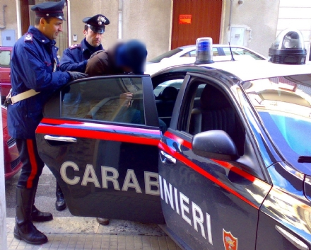 Nichelinese ladro in trasferta: arrestato a None per furto