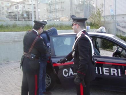 MONCALIERI - Importunava i passanti e aggredisce un carabiniere: arrestato