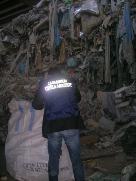 I carabinieri del Noe controllano i siti di stoccaggio rifiuti: nel mirino anche una ditta di Nichelino