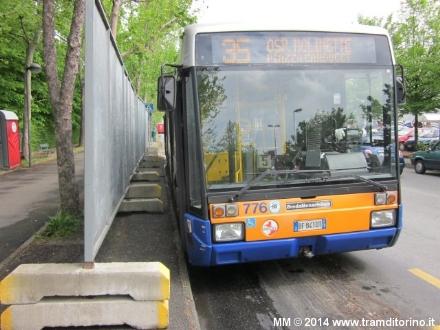 NICHELINO - Autobus della linea 35 inadatti e la gente resta a terra