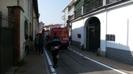 ORBASSANO - Appartamento in fiamme in via Cavour, evacuato il palazzo - LE FOTO -