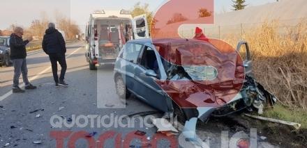 CARIGNANO - Frontale sulla circonvallazione: un ferito al Cto in prognosi riservata