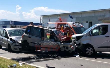 ORBASSANO - Spaventoso incidente stradale: otto feriti in strada Torino. Tra loro due bimbi - FOTO