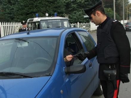 NICHELINO - Ruba un telefono cellulare poi chiede il «riscatto» alla proprietaria: arrestato dai carabinieri