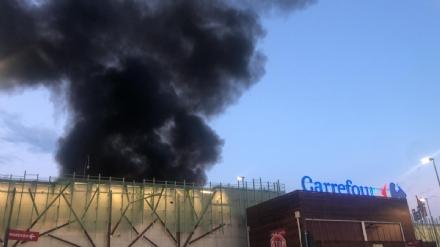 NICHELINO - Incendio al Carrefour: il guasto ai pannelli fotovoltaici