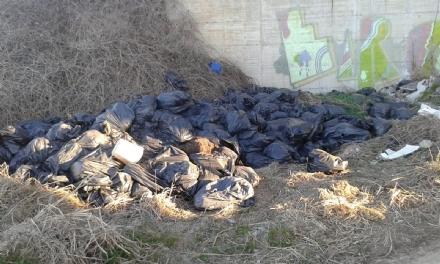 CANDIOLO - Montagne di rifiuti nelle zone periferiche: il sindaco sgrida tutti via Facebook