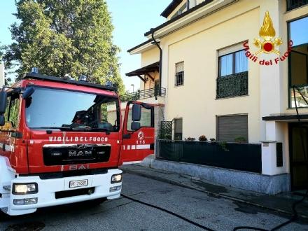 PIOSSASCO - Incendio in via San Bernardo: paura in unabitazione