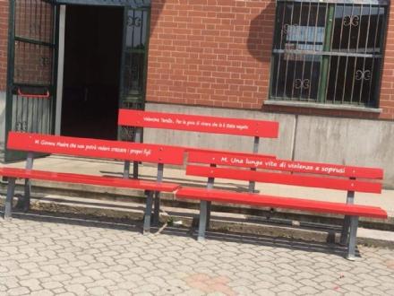 MONCALIERI - Tre panchine rosse per ricordare Valentina e tutte le donne vittime di violenza