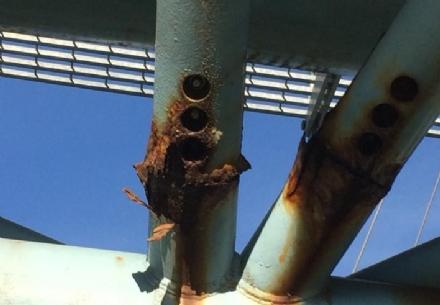 BEINASCO - Preoccupazione per la passerella sul Sangone