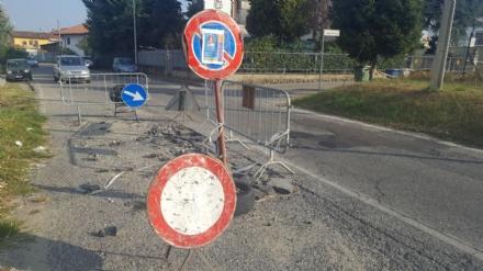 MONCALIERI - La strada è rotta da tre mesi, cittadini imbufaliti