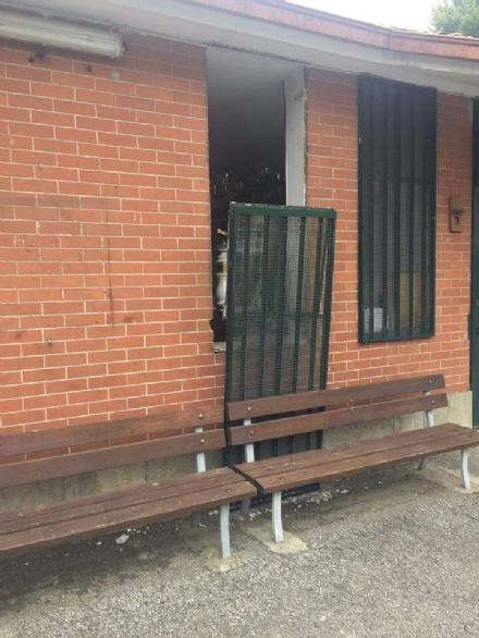 RIVALTA - Vandali alla polisportiva di Pasta: rotte le porte e arredi - LE FOTO -