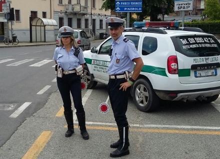 CANDIOLO - Rintracciati dalla polizia locale i vandali del parco di via Roma