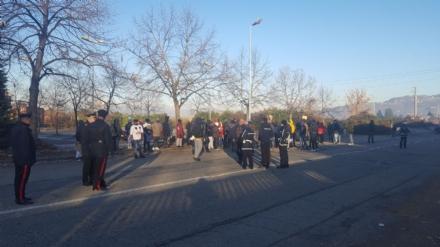 MONCALIERI - Protesta dei profughi: «Siamo senza documenti». Occupata via Postiglione - FOTO