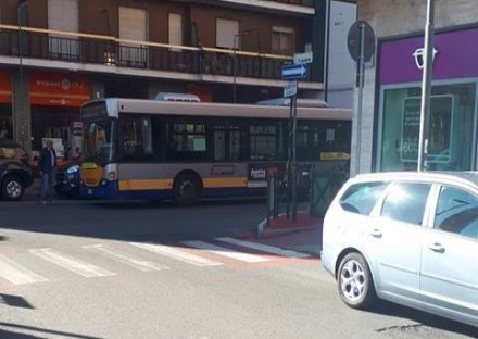 NICHELINO - Sosta selvaggia: pullman per Torino bloccato. Automobilista incassa multa di 1250 euro