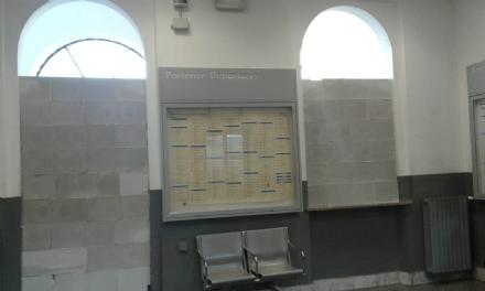 CARMAGNOLA - Ferrovie mura laccesso allatrio della stazione per allontanare i clochard