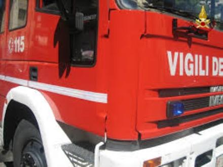 CARMAGNOLA - Auto in fiamme sulla Torino-Savona