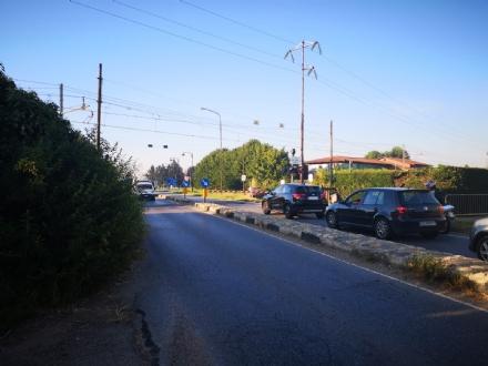 VINOVO - Guasto al passaggio a livello, caos allippodromo