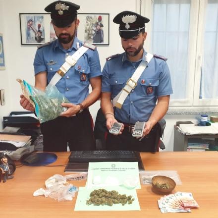 TROFARELLO - Aspettavano i clienti davanti alla stazione per vendere la droga: due 19enni italiani arrestati