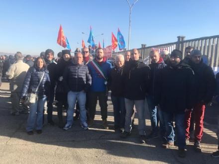 EMBRACO – Manifestazione davanti ai cancelli dell'azienda, presenti i sindaci del territorio.