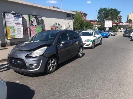 NICHELINO - In via XXV Aprile tamponamento a catena: ferita una ragazza incinta