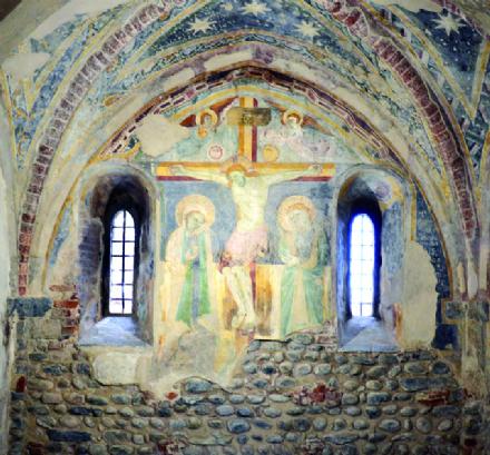 RIVALTA - Ora è possibile ammirare gli affreschi appena restaurati al piano terreno del Torrione