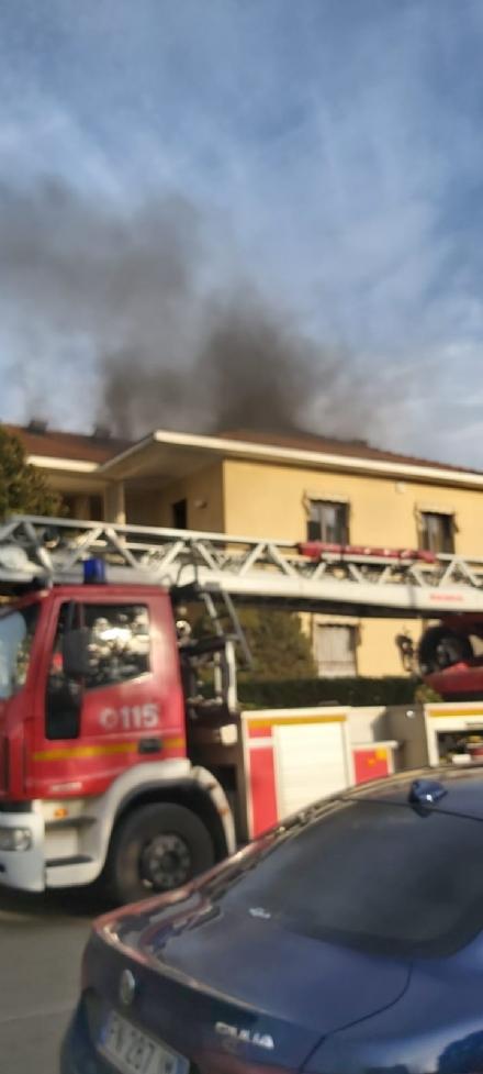 PIOBESI - Paura in una villetta di via Torino per un incendio del sottotetto