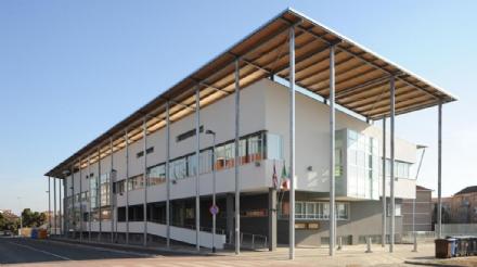 ORBASSANO - Cade nel vuoto vicino alla scuola Da Vinci: grave in ospedale