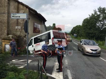 PIOSSASCO - Scuolabus va a sbattere contro un muro: due bambini feriti - FOTO