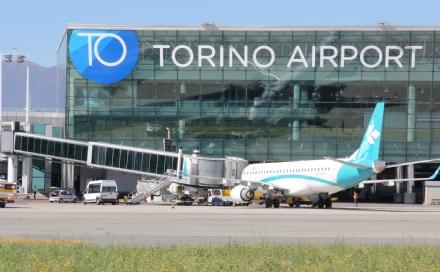 MONCALIERI - Raggi laser contro gli aerei diretti a Caselle: i piloti chiedono lintervento dei carabinieri