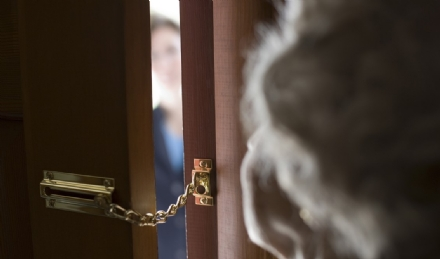 CARIGNANO - Finti tecnici dellacquedotto raggirano una nonnina di 90 anni e le portano via 11 mila euro in contanti