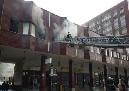 MONCALIERI - Indagini in corso sullincendio di corso Roma: la porta era stata forzata