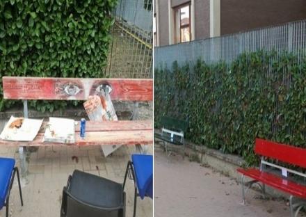 NICHELINO - La panchina contro la violenza diventa un cestino dei rifiuti, il comitato la sistema