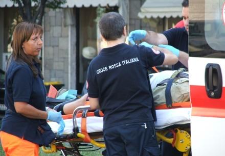 NICHELINO - Incidente in via Giusti: cade con la moto, grave un centauro