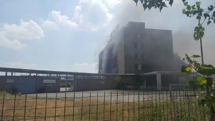NICHELINO - Viberti ancora in fiamme: bruciano masserizie e rifiuti abbandonati  - FOTO