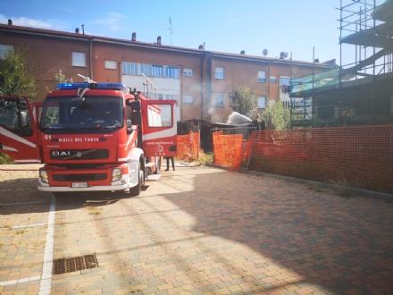 MONCALIERI - Incendio devasta prefabbricato: lorigine è dolosa