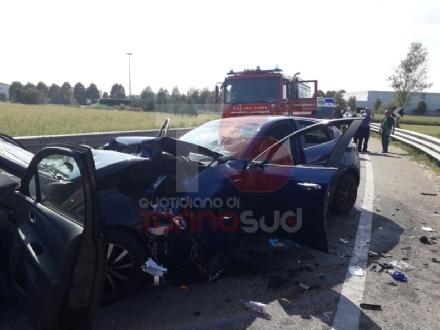 TROFARELLO - Grave incidente stradale: tre ragazzi feriti nello scontro frontale