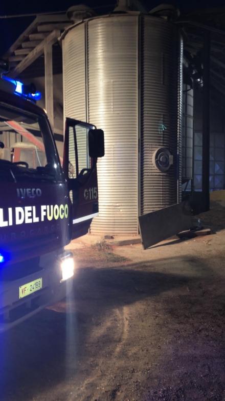 CARMAGNOLA - Incendio in azienda a Tetti Grandi: a fuoco essiccatore per mais
