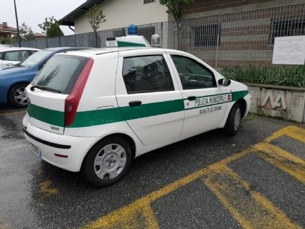 RIVALTA - 90 enne alla guida investe una 70 enne sulle strisce e resta in auto per lo shock