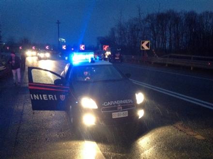 MONCALIERI - Evade dai domiciliari, si schianta in auto e scappa: arrestato per evasione e omissione di soccorso