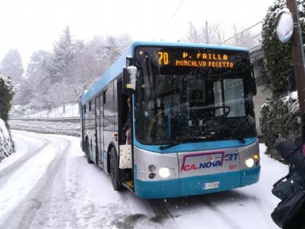 MONCALIERI - Ancora guai per la neve: strade ghiacciate e autobus bloccati
