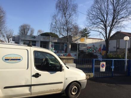 BEINASCO - Infiltrazioni nel tetto, spostati gli alunni di una materna di Borgaretto