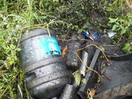 VINOVO - Scoperti i «furbetti dei rifiuti» che hanno scaricato mille litri di olio in riva allOitana