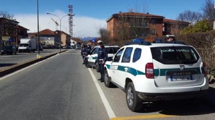 ORBASSANO - Parcheggia sulle strisce e prende a pugni i vigili: denunciato