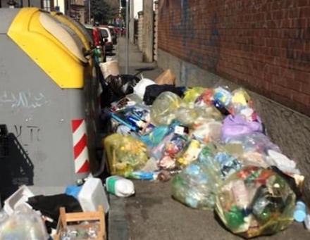NICHELINO - Continua labbandono di rifiuti: via Concordia bloccata dai sacchi