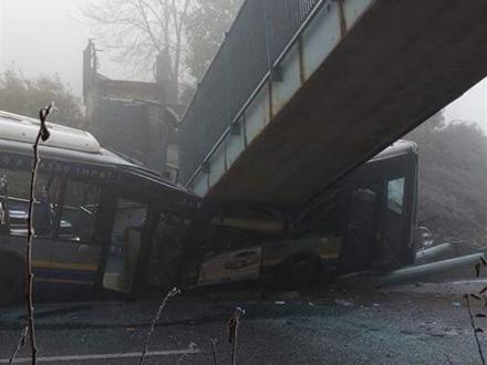 NICHELINO - Via libera ai lavori per la ricostruzione della passerella abbattuta dal bus