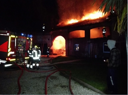 MONCALIERI - Grave incendio nella notte in collina, semidistrutta una casa