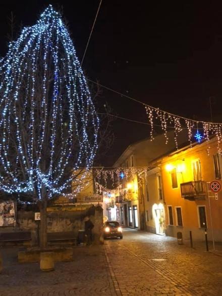 PIOSSASCO - Albero di Natale del centro rovinato dai vandali